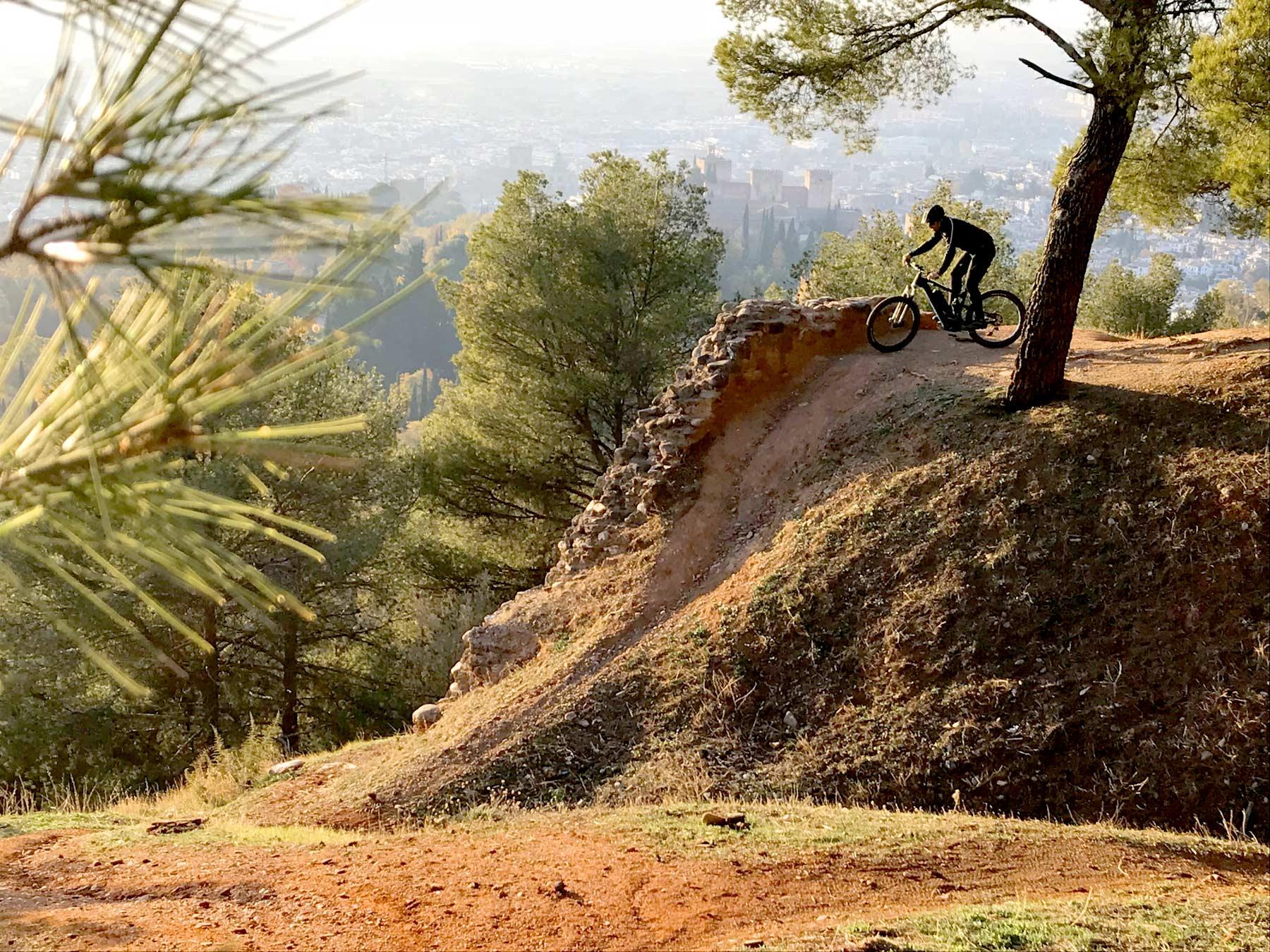 Rent a bike Granada La Alhambra de Granada